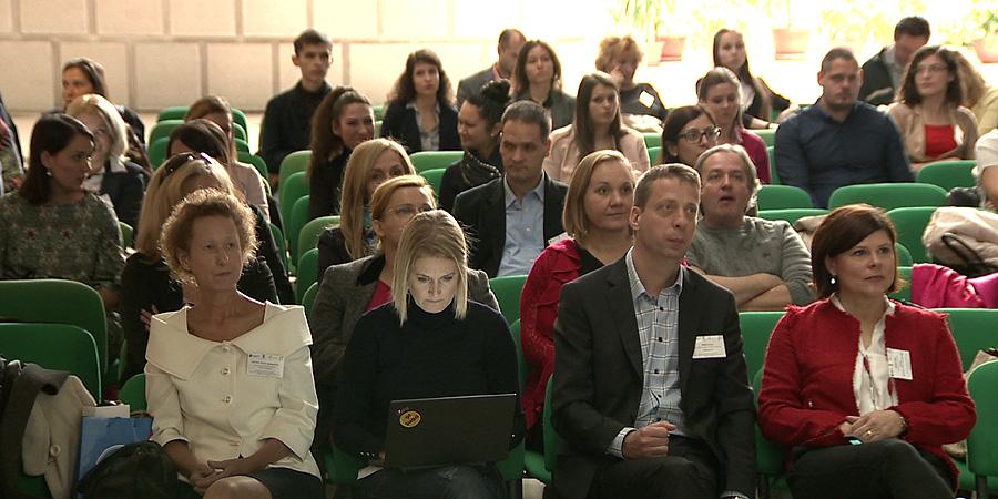 14fa0cd4af9b A béremelés önmagában nem elég a dolgozók megtartásához, hangzott el  Debrecenben – videóval