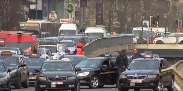 Az Uber ellen tüntettek a belga fővárosban